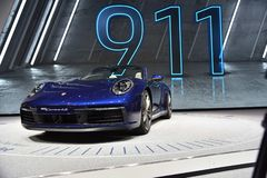 Genf, die Schweiz - 5. März 2019: Cabrioletauto Porsches 911 Carrera 4s stellte an der 89. Genf-Internationalen Automobilausstell lizenzfreie stockfotos