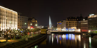 Genf-Skyline bis zum Nacht in der Schweiz Stockfoto