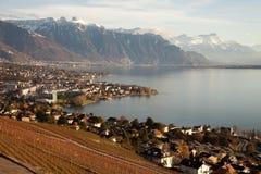 Genfersee (Gummilack Leman) mit Montreux im Hintergrund Lizenzfreies Stockfoto