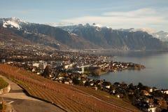 Genfersee (Gummilack Leman) mit Montreux im Hintergrund Stockfotografie