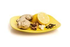 Gengibre, canela, limão, alho e cravos-da-índia Fotografia de Stock