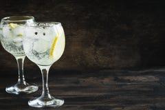 Genièvre et cocktail de tonique images libres de droits