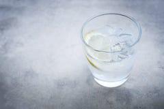 Genièvre et cocktail de tonique image stock
