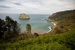 Genießen der Besichtigung des malerischen Meerblicks von San Juan de Gaztelugatxe, baskisches Land, Spanien Stockfotos