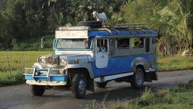 Genießen der jeepney Fahrt Stockfoto