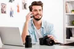 Genießen der kreativen Arbeit Lizenzfreie Stockfotografie