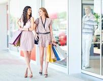 Genießen des Einkaufs Stockfotos