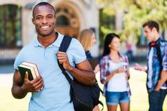Genießen des Hochschullebens Lizenzfreie Stockfotos