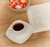 Genießen des Kaffees Stockfoto