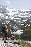Genießen des Panoramas beim Sommerbergalm, Österreich Stockbilder