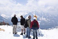 Genießen des Panoramas am Hintertux-Gletscher, Au Stockfotos