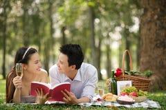Genießen des Picknicks Stockfoto