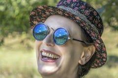 Genießen des sonnigen Tages und der schönen Ansicht lizenzfreies stockfoto