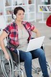 Genießen lifes von positiven Sachen trotz des schweren Handikaps stockbild