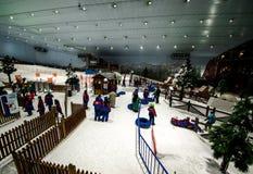 Genießen Sie Schnee in der Wüste bei Ski Dubai Lizenzfreies Stockbild