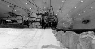 Genießen Sie Schnee in der Wüste bei Ski Dubai Stockbilder