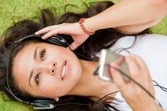 Genießen von Musik Lizenzfreie Stockfotos