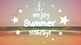 Geniet de zomer van vakantie stock videobeelden