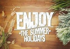 Geniet van de het citaatkaart van de de zomervakantie met weidebloemen en kruiden Stock Afbeeldingen