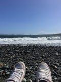 Geniet van de oceaan stock foto
