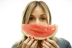 Geniet van de perfecte plak van watermeloen. Royalty-vrije Stock Fotografie