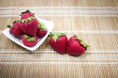 Geniet van Verse Aardbeien! Royalty-vrije Stock Afbeeldingen