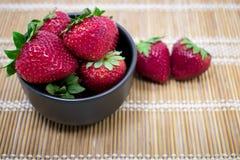 Geniet van Verse Aardbeien! Stock Afbeelding