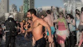 Geniet van zwemmend in het nieuwe jaar Royalty-vrije Stock Foto