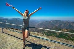 Genietend bij Sequoia van Nationaal Park stock afbeelding
