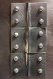 Genietete Naht auf dem Metall stockfoto