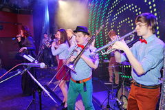 Genios jovenes del jazz en el club Olympia Fotografía de archivo