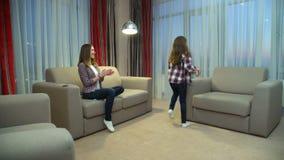 Genitore di amore di hobby di ballo di musica di svago della famiglia di gioia archivi video