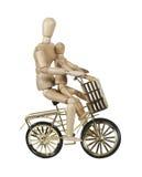 Genitore e bambino che guidano bicicletta dorata con il cestino Fotografie Stock Libere da Diritti