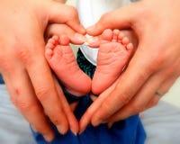 Genitori con il loro neonato immagini stock libere da diritti