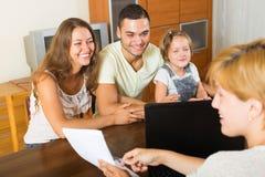 Genitori con la figlia immagini stock libere da diritti