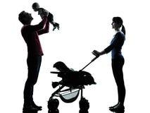 Genitori con la siluetta del bambino fotografie stock libere da diritti