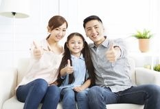 genitori e bambino divertendosi insieme fotografie stock