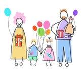Genitori felici della famiglia tre bambini che tengono concetto di festa dei presente dei palloni Fotografia Stock Libera da Diritti
