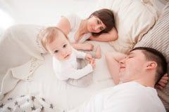 Genitori stanchi e sonnolenti Fotografia Stock Libera da Diritti
