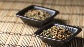 Genmaicha tea in black plate Royalty Free Stock Images