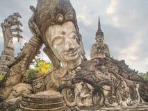 1° gennaio 2009: Buddha adagiantesi in Ne di Sala Kaew Ku del parco di Buddha Fotografia Stock Libera da Diritti
