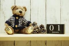 1? gennaio fondo di legno del buon anno del calendario di mesi immagine stock