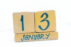 13 gennaio Giorno 13 del mese, calendario su fondo di legno Orario invernale, concetto di anno immagine stock libera da diritti