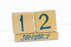 12 gennaio Giorno 12 del mese, calendario su fondo di legno Orario invernale, concetto di anno immagine stock