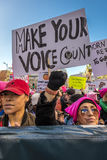 21 GENNAIO 2017, LOS ANGELES, CA 750.000 partecipano marzo delle donne, ad attivisti che protestano Donald J Trump nella nazione  Fotografia Stock
