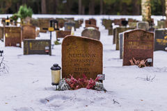 22 gennaio 2017: Pietre tombali nel cimitero i di Skogskyrkogarden Fotografia Stock Libera da Diritti