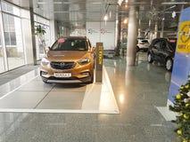 21 gennaio 2018 presentazione di Opel di trasporto della sala d'esposizione dell'automobile dell'Ucraina Kiev Immagini Stock Libere da Diritti