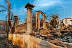 gennaio 2018, VENTURA CALIFORNIA - case distrutte dal 2018 Thomas Fire fuori dalla strada della collina pedemontana in Ojai, Came immagini stock libere da diritti