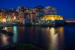 Genoa Boccadasse, district van Genua bij nacht, Italië stock afbeeldingen