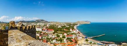 Genoese fästning i semesterortstaden av Sudak, Crimean halvö, Black Sea royaltyfri foto